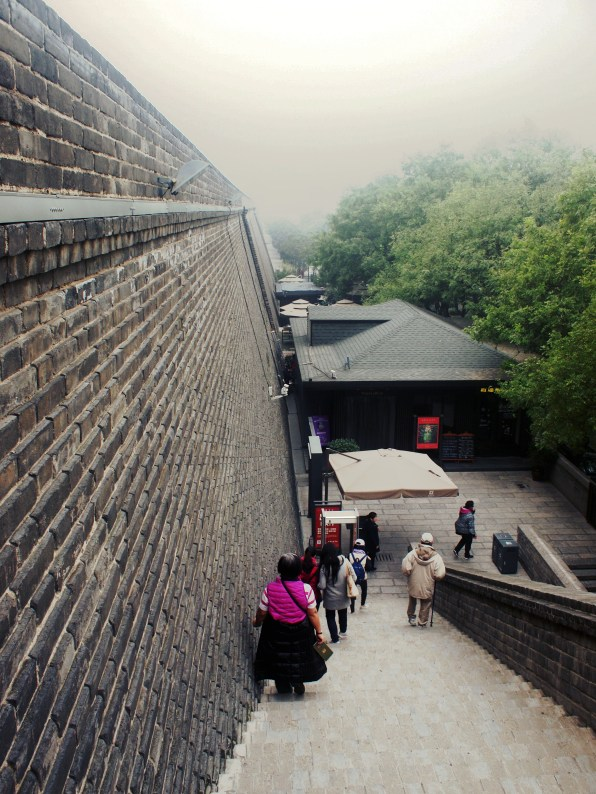 下城牆的另一邊就是內城