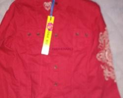 camisa roja de mujer