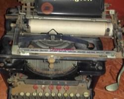 máquina de escribir antigua Remington