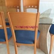 Mesa y sillas..