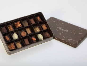 18 pcs chocolates metal box