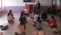 La Consejería de Participación Ciudadana y Emergencias enseña técnicas de reanimación cardiopulmonar a escolares de San Andrés y Sauces