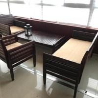 Se vende juego de mesa, 2 sillas y sillón