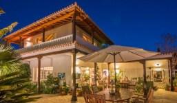 Villa señorial con vistas y zona de piscina / jardines tropicales