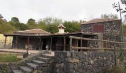 Casa amueblada al estilo tradicional con terrenos