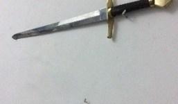 Diferentes espadas y cuchillos artesanales