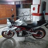 Kawasaki ER-6n  .año  2007 ..72.cv. ...21.200 km .. precio  2300.euros