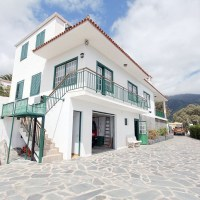 Beautiful house located on a plot of more than 5000 m2 with private caves
