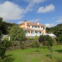 Majestic house on the East side of the Island, with large garden and fantastic views of Tenerife and La Gomera