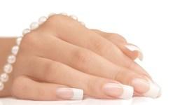 Se hacen uñas