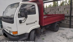 camioneta nissan cabstar 3500kg con cajos basculante