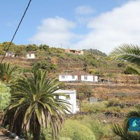 Canarian style house surrounded by green areas in Mirca, S / C de La Palma