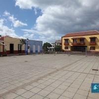 Dos locales comerciales o casa terrera en el centro de Puntallana