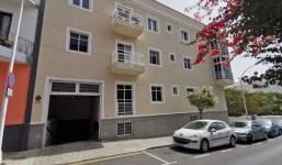 Se vende piso de 3 habitaciones con plaza de aparcamiento