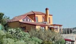 Casa unifamiliar de dos plantas en un terreno de 1.000 m2.