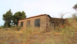 Terreno con pequeña casa a reformar en Puntagorda