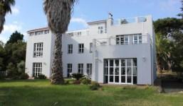 Villa moderna con casa para invitados