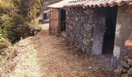 Terreno rústico con dos cuartos de apero en Garafía