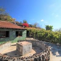 Casa con bodega y terreno en Las Manchas