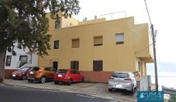 ¡INVERSIÓN! Edificio con local y 4 viviendas, una por cada planta y zona de aparcamiento privado en Santa Cruz de La Palma