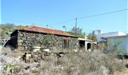 Venta de casa con terreno 1700 m en La Punta de Tijarafe, costa