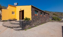 Casa de campo con terreno y bodega en La Palma