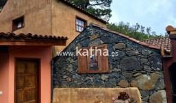 Finca en plena naturaleza con una casa de piedra en La Palma