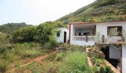 Casa de campo con terreno, bodega y dos casas antiguas