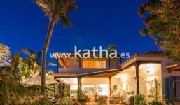 Se vende gran casa con preciosas vistas.