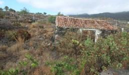 Las Manchas terreno con pequeña casita canaria