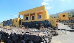 Casa canaria con vistas al mar y a la montaña