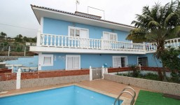 Chalet con piscina dividido en 2 viviendas