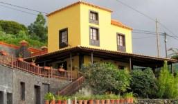 Casa bifamiliar con bodega en Las Manchas