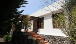 Casa con jardín en un hermoso entorno natural