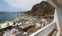 Edificio de viviendas con vistas al puerto de Santa Cruz
