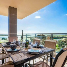 VILLAGE MARINA OLHAO: luxury 3 bedroom corner apartment