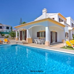Villa Miraflores in Forte São João, Albufeira with 3 en-suit bedrooms, 3 minutes walking from beach, private pool