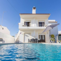 Modern and Super spacius Apartment facing south, with 2 bedrooms and private pool, sun 12h a day