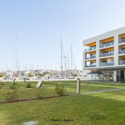 "2 BEDROOM LUXURY MARINA APARTMENT, WITH POOL AND SPA, ""Starboard Side"""