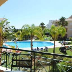 Praia Village, Vilamoura.  3 BR/3 BA spacious 160 sqm Apartment. Wifi. Aircon. Pool view. Walk to Marina/Beach.