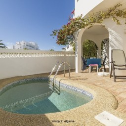 Casa Túlipa, 3 bedroom villa with pool, by the beach in Luz.