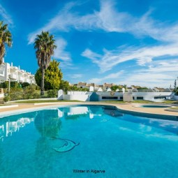 by the beach, 3 bdr 2 wc, private condo near Old and New Town Albufeira
