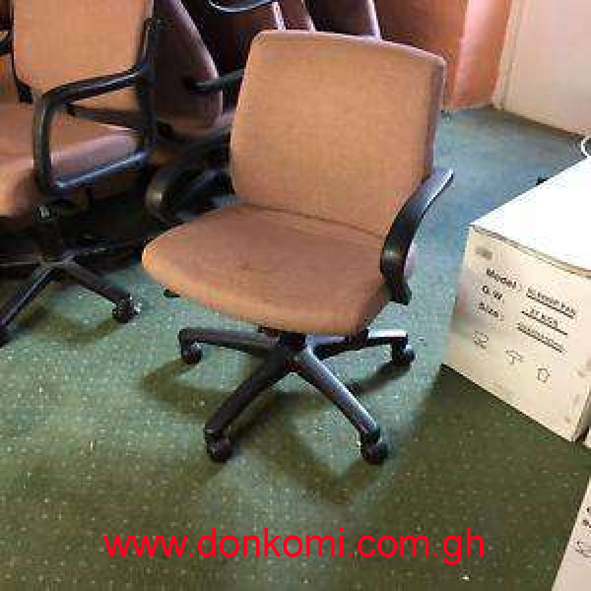 OFFICE SWIVEL CHAIR (12) AVAILABLE FREE DELIVERY ON MULTIPLE PURCHASE
