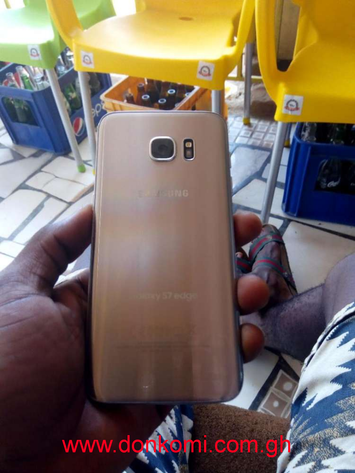 Samsung galaxy s7 edge with small crack on the screen but fresh
