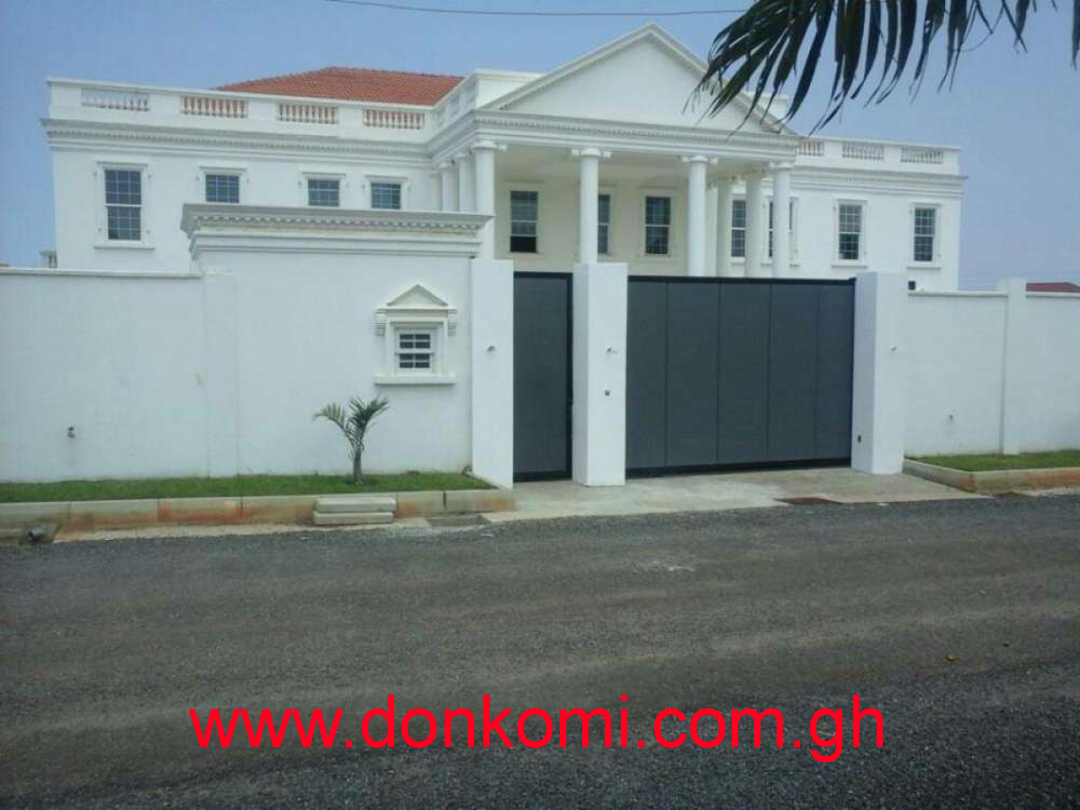 Executive 5 bedroom 2bq  with swimming pool is for sale at East legon.