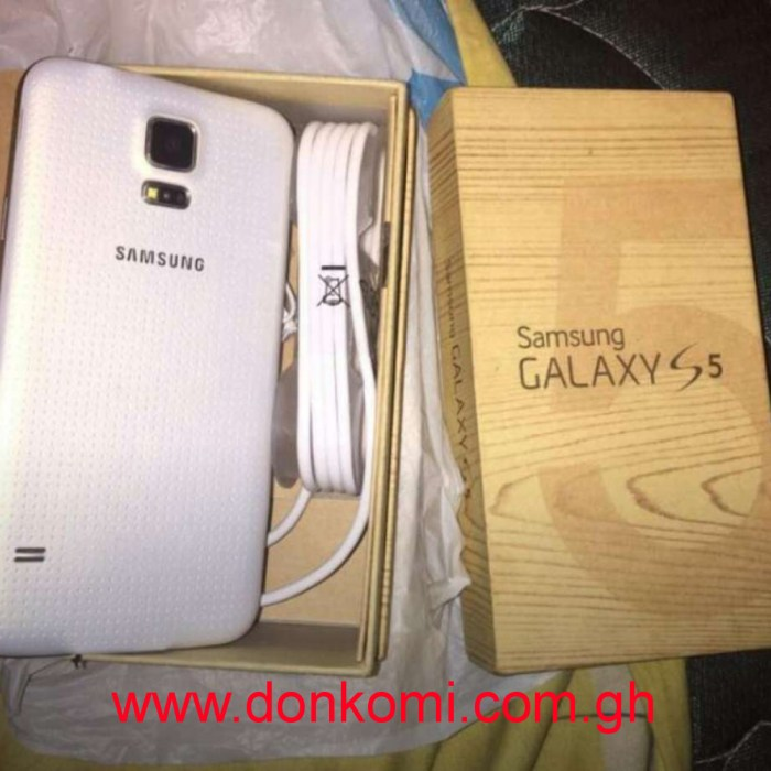 Samsung galaxy s5 brand new flesh inbox with all the accessories