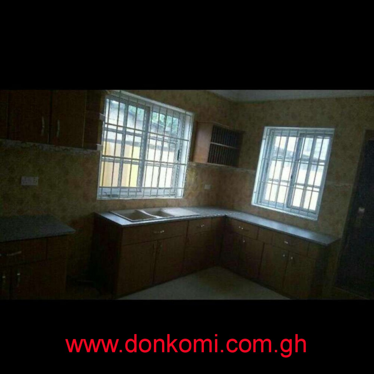 Executive 3 bedrooms two people sharing compound