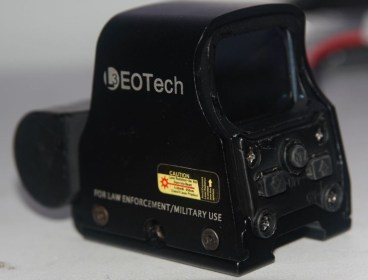 Holo sight, red and green EOtech 550 variant.