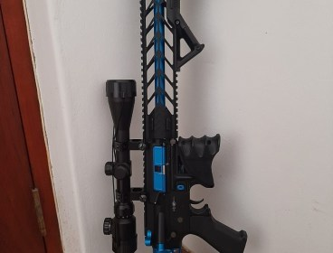 7 airsoft guns plus extras