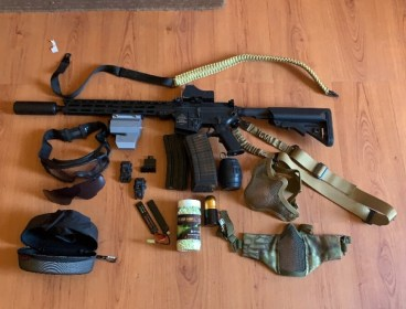 Full metal ar15 airsoft with tracer and exatras